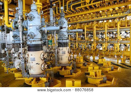 Oil and gas production slot on the platform, Well head control on oil and rig industry