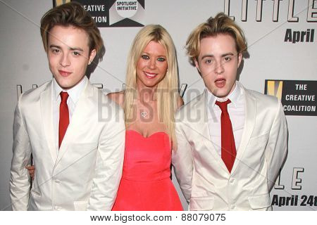 LOS ANGELES - FEB 14:  Tara Reid, Jedwards at the