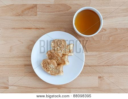 Taiyaki, japanese fish shape cake with tea