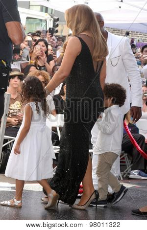 , LOS ANGELES - AUG 5:  Monroe Cannon, Mariah Carey, Moroccan Cannon at the Mariah Carey Hollywood Walk of Fame Ceremony at the W Hollywood on August 5, 2015 in Los Angeles, CA