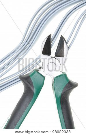 Pliers and cables