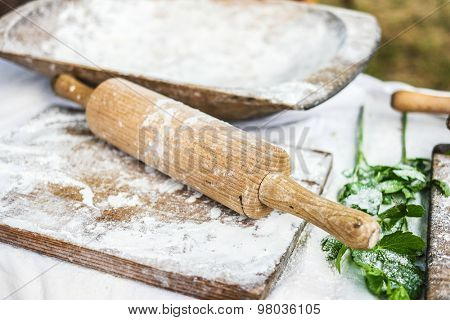 working surface for dough with wooden board and rolling-pin