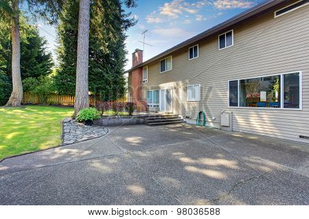 Lovely And Large Back Yard Of Home With Patio.