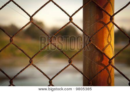 Verroeste hek