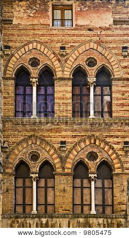 San Gimignano windows