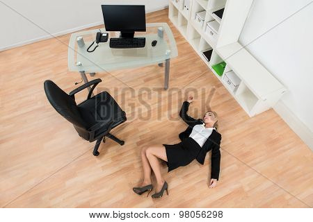 Businesswoman Fainted In Office