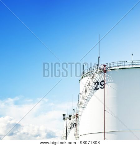 Gas and oil tank