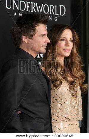 LOS ANGELES - JAN 19:  Les Wiseman, Kate Beckinsale arrives at  the