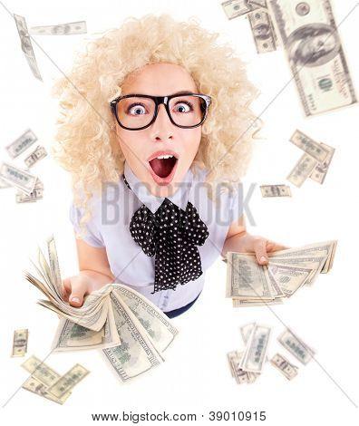 Milionário, conceito de vencedor da loteria, mulher animada engraçado surpresa com notas de dólar