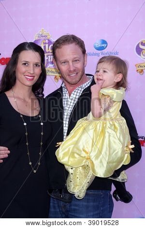 LOS ANGELES - NOV 10:  Erin Ludwig, Mia Loren Ziering, Ian Ziering arrive at the