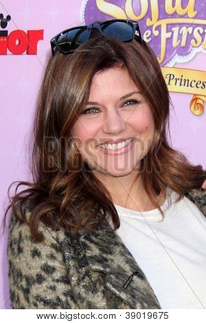 LOS ANGELES - NOV 11:  Tiffani Thiessen arrives at the