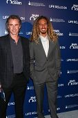 LOS ANGELES - NOV 11:  Sam Trammell, Rob Machado arrives at the Life Rolls On Foundation's 9th Annua