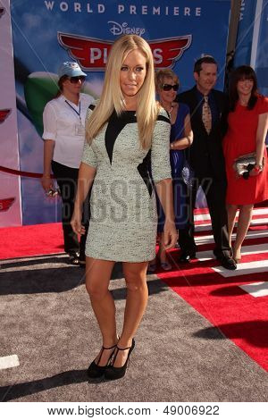 LOS ANGELES - AUG 5:  Kendra Wilkinson arrives at the