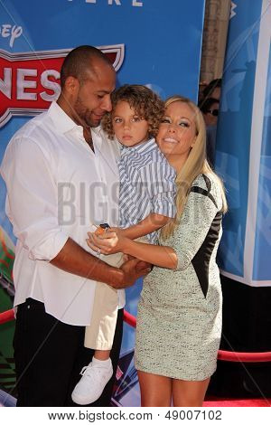 LOS ANGELES - AUG 5:  Hank Baskett, Henry Randall Baskett IV, Kendra Wilkinson arrives at the