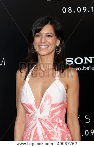 LOS ANGELES - AUG 7:  Perrey Reeves arrives at the