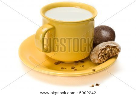 Honey biscuits on a saucer