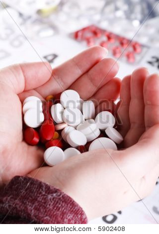 pills om the hand