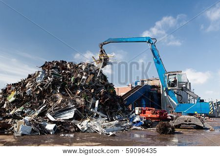 working metal scrap loading machine