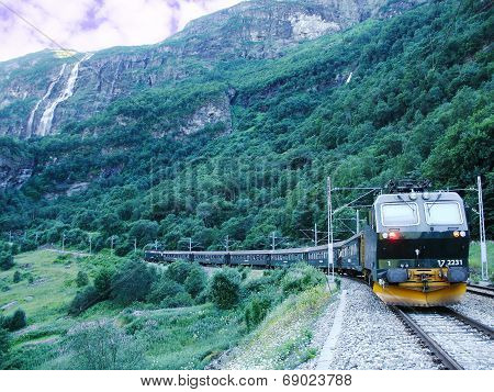 Train from Flam goes to Myrdal.