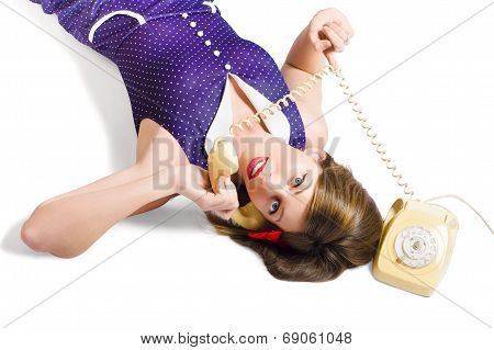 Cool Pin-up Girl Making Conversation On Telephone