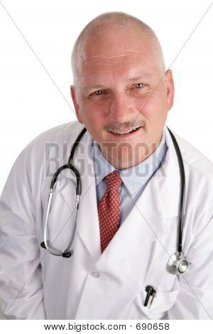 Foto von freundlicher ältere Arzt