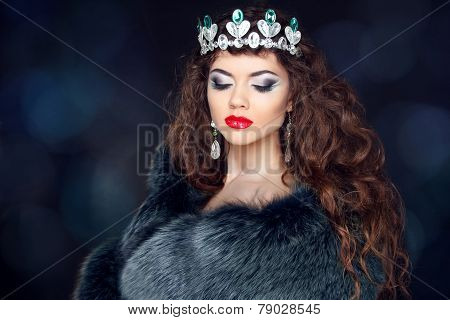 Beautiful Brunette Woman In Mink Fur Coat. Jewelry. Fashion Beauty Girl Model With Long Healthy Wavy
