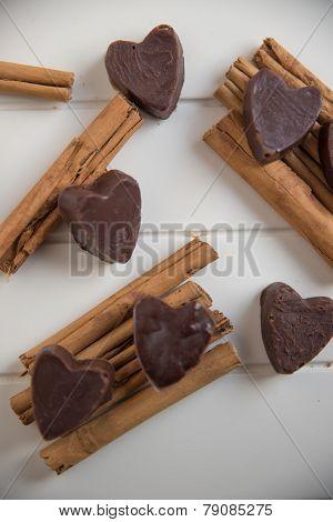Home made chocolate pralines with cinnamon