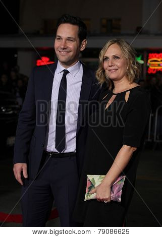 LOS ANGELES - FEB 16:  PAUL RUDD & WIFE arrives to the