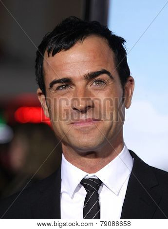 LOS ANGELES - FEB 16:  JUSTIN THEROUX arrives to the