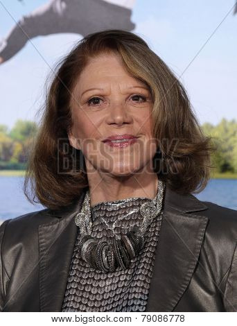 LOS ANGELES - FEB 16:  LINDA LAVIN arrives to the