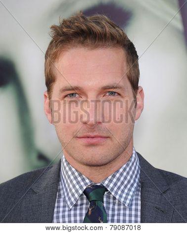 LOS ANGELES - MAR 12:  Ryan Hansen arrives to the
