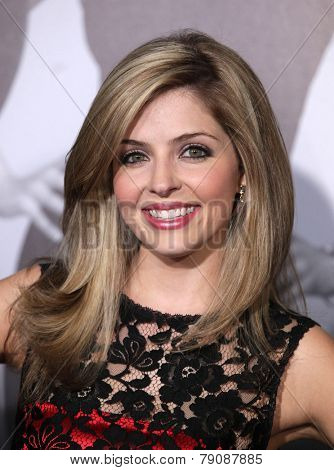 LOS ANGELES - FEB 08:  JEN LILLEY arrives to the