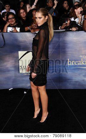 LOS ANGELES - NOV 11:  Teresa Palmer arrives to the