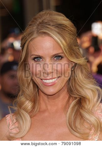 LOS ANGELES - AUG 06:  Cheryl Hines arrives to