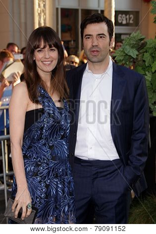 LOS ANGELES - AUG 06:  Rosemarie DeWitt & Ron Livingston arrives to