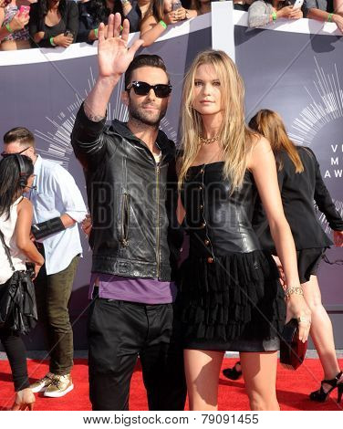 LOS ANGELES - AUG 24:  Adam Levine & Behati Prinsloo arrives to the 2014 Mtv Vidoe Music Awards on August 24, 2014 in Los Angeles, CA