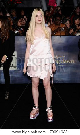 LOS ANGELES - NOV 11:  Elle Fanning arrives to the