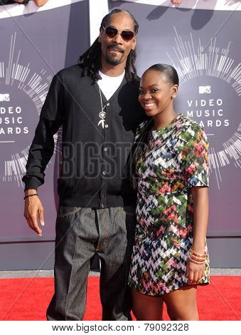 LOS ANGELES - AUG 24:  Snopp Dogg arrives to the 2014 Mtv Vidoe Music Awards on August 24, 2014 in Los Angeles, CA
