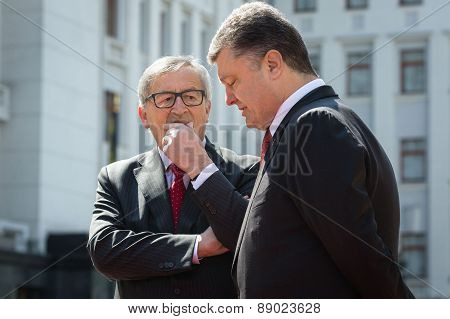 Jean-claude Juncker And Petro Poroshenko