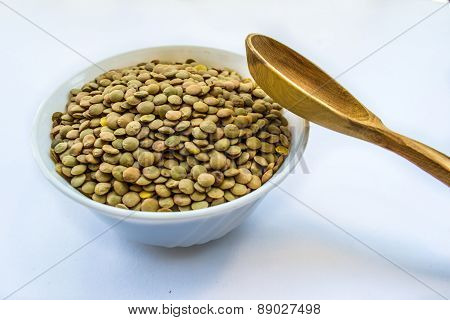 lentil, bob in bowl and wooden spoon
