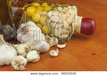 Garlic, aromatic ingredients for flavoring food. Home remedy for colds and flu.