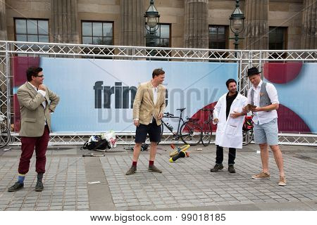 EDINBURGH - AUGUST 15: Street performers at the fringe festival, on August15, 2015 in Edinburgh, Scotland