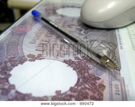 Pluma y dinero