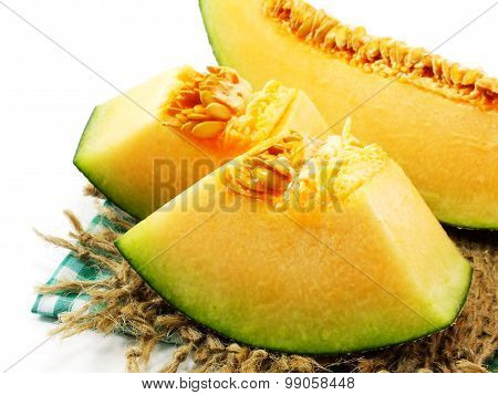 honeydew melon cantaloupe slices close up
