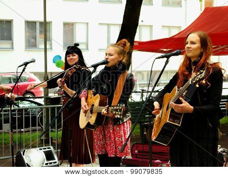 Iron Country Sisters live at the Kallio Block Party
