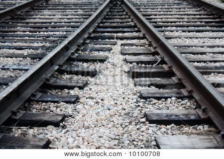 Converging train tracks