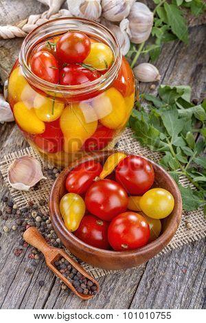 Canned fresh tomato