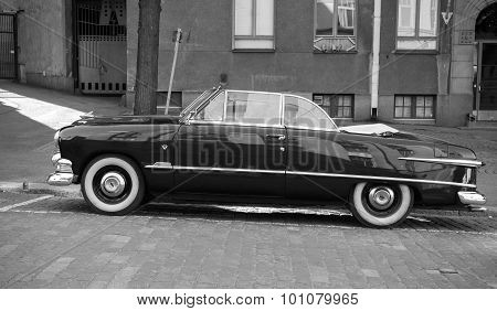 Ford Custom Deluxe Tudor 1951 Car, Side View