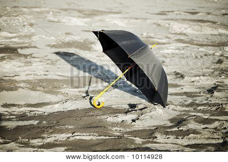 Large Old-fashioned Black Umbrella