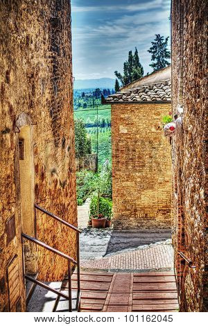 Picturesque Backstreet In San Gimignano